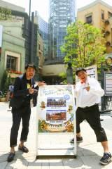 川崎の「ラ チッタデッラ」で開催されている『第13回 はいさいFESTA2016』を訪れた沖縄出身お笑いコンビ・セブンbyセブン(玉城泰拙(右)、宮平享奈緒)