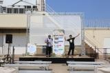 ビバーチェ棟屋上に設置された、はいさいガーデン。『島ぜんぶでおーきな祭 第8回沖縄国際映画祭』で上映された地域発信型プロジェクト作品を19時半から連日上映される。
