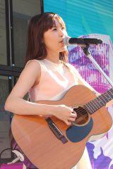 ちょうどデビュー1周年だった元タワレコ渋谷店スタッフのシンガー・ソングライター、Saku