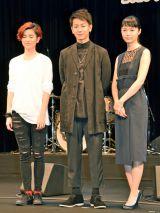 同映画の主題歌「ひずみ」でデビューを飾る17歳の新人アーティストHARUHI(左) (C)ORICON NewS inc.