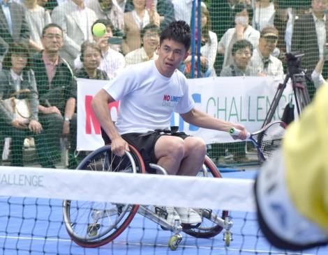 パラリンピック競技の魅力体感型イベント『NO LIMITS SPECIAL GINZA&TOKYO』に登場した車いすテニスに挑戦した武井壮 (C)ORICON NewS inc.