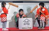 フジテレビ系ドラマ『OUR HOUSE』のこどもの日イベントで餅つきをする(左から)松田芹香(5)、寺田心(7)(東京・台場) (C)ORICON NewS inc.