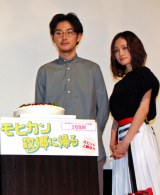 映画『モヒカン故郷に帰る』の凱旋舞台あいさつイベントに出席した(左から)松田龍平、前田敦子 (C)ORICON NewS inc.