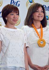 石川佳純選手(左)と母親の石川久美さん =P&Gママの公式スポンサーキャンペーン新CM発表会(C)ORICON NewS inc.