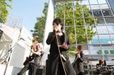 PLUG RECORDSの創立15周年記念フリーライブイベントにサプライズゲストで登場したT-BOLANのボーカル・森友嵐士  (撮影:陵本敏永)