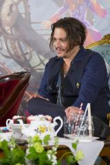 英ロンドンで行われた映画『アリス・イン・ワンダーランド/時間の旅』(7月1日公開)の記者会見の模様。ジョニー・デップ