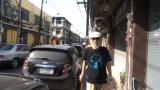 プーケット旧市街地を散策するミッキー・カーチス
