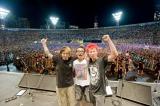 『AIR JAM 2011』よりHi-STANDARDの(写真左から)横山健(G&Vo)、恒岡章(Dr)、難波章浩(Vo&B)