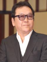 映画『探偵ミタライの事件簿 星籠の海』完成披露イベントに登壇した和泉聖治