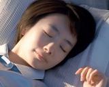 CMで寝顔を披露する波瑠