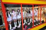 タワーレコード渋谷店の店頭ショーウィンドウでマネキンと化した東京パフォーマンスドール