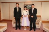 (左から)久元喜造・神戸市長、芳根京子、三鬼一希チ−フプロデューサー