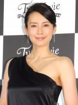 大胆な肩出しドレスで登壇した中谷美紀 (C)ORICON NewS inc.