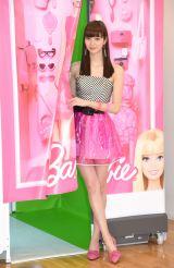 バービー風衣装で美脚を披露した新川優愛=プリントシール機『Barbie Your Doll』プレス発表会 (C)ORICON NewS inc.