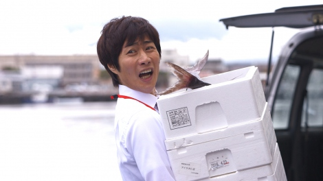 『昼のセント酒』第9話(6月4日放送)より。初の地方ロケで沼津にやってきた戸次重幸(C)テレビ東京