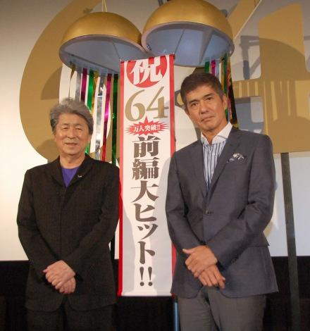 映画『64-ロクヨン-前編』大ヒット御礼舞台あいさつに出席した(左から)鳥越俊太郎、佐藤浩市 (C)ORICON NewS inc.