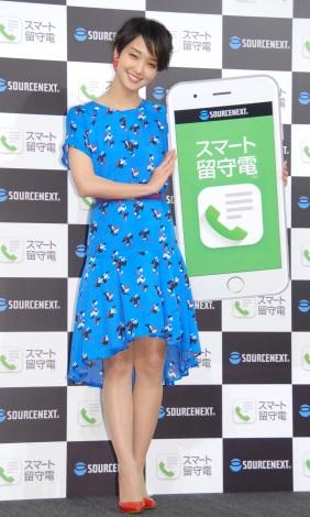 夏らしい青ワンピで美脚を披露した剛力彩芽=ソースネクスト新製品発表会 (C)ORICON NewS inc.