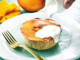 夏らしい味わいの『季節限定 焼きたてミニチーズタルト マンゴー×ココナッツ』