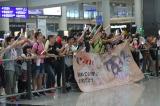 空港には熱烈なファンがお出迎え