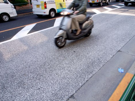 注意不足が原因で起こったバイクとタクシーの衝突事故事例を紹介する