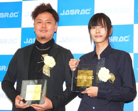 金賞を受賞した「R.Y.U.S.E.I.」の作家(左から)STY氏、Maozon氏=『2016年JASRAC賞』 (C)ORICON NewS inc.