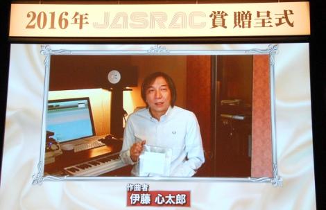銀賞「恋するフォーチュンクッキー」の作曲者・伊藤心太郎氏のVTRコメント=『2016年JASRAC賞』 (C)ORICON NewS inc.