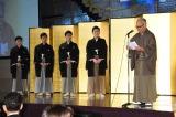 中村橋之助ら父子4人の同時襲名を祝う会で祝辞を述べる坂田藤十郎(右)