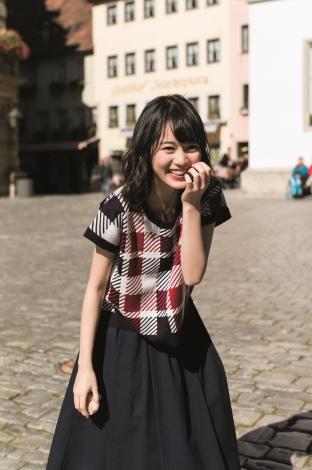 チェックのトップスのかわいい生田絵梨花