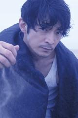 一声三鶴を演じる津田健次郎