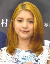 女優専念の川島海荷、金髪姿で登場