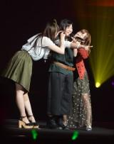 5年4ヶ月のアイドル活動に終止符を打ったモーニング娘。'16の鈴木香音(中央) (C)ORICON NewS inc.