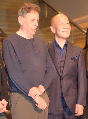 ピアノリサイタル『THE COMPLETE ETUDES』記者会見に出席した(左から)フィリップ・グラス、久石譲 (C)ORICON NewS inc.