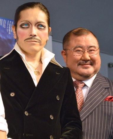 舞台『コインロッカー・ベイビーズ』公開ゲネプロ前囲み取材に出席した(左から)ROLLY、芋洗坂係長 (C)ORICON NewS inc.