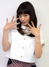 """インタビュー後の撮影で、お気に入りの""""謎ポーズ""""を披露 (C)ORICON NewS inc."""