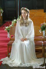 ウェディングドレス姿のシャーロット・ケイト・フォックス=フジテレビ系ドラマ『OUR HOUSE』
