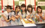 AKB48・小嶋真子(中央)の誕生日をケーキでお祝い (C)ORICON NewS inc.