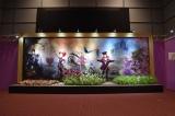 東京・汐留の日本テレビ2階で『アリスと時間のアート展』(6月4日〜12日)の展示の一部。映画の世界に迷い込んだ気分が味わえるフォトスポット