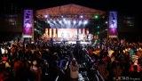 JKT48がインドネシア第2の都市スラバヤで開催した屋外コンサート