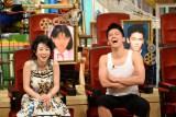 左は同じくゲスト出演した西村知美
