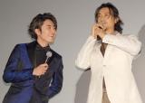擬似プロポーズ、ハグを披露した(左から)間宮祥太朗、斎藤工 (C)ORICON NewS inc.