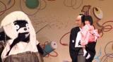 """舞台デビューでくまモンと共演した長女・麗禾(れいか)ちゃん=『2015 新春スペシャル 疾風怒濤の""""KABUKI""""者 市川海老蔵にございまする』(C)日本テレビ"""