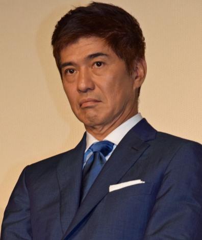 主演映画『64-ロクヨン-後編-』初日舞台あいさつを行った佐藤浩市