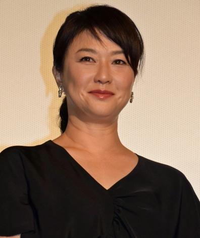 映画『64-ロクヨン-後編-』初日舞台あいさつを行った夏川結衣