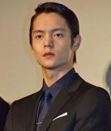 映画『64-ロクヨン-後編-』初日舞台あいさつを行った窪田正孝