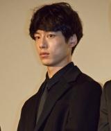 映画『64-ロクヨン-後編-』初日舞台あいさつを行った坂口健太郎
