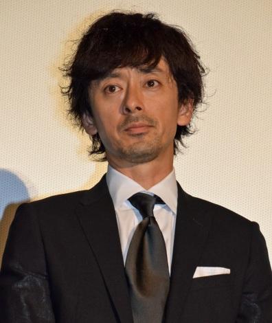 映画『64-ロクヨン-後編-』初日舞台あいさつを行った滝藤賢一