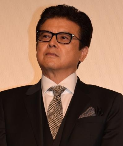 映画『64-ロクヨン-後編-』初日舞台あいさつを行った三浦友和