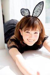 黒レースの「SEXYバニー」姿を披露した本田翼=『ar』(主婦と生活社)7月号