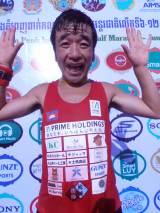 『2016プノンペン国際ハーフマラソン』で優勝した猫ひろし