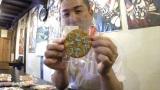 こんなところに『真田丸』…「黙れ小童」「信幸どうでしょう」のせんべいを販売している信濃煎餅堂の池田健二さん (C)ORICON NewS inc.